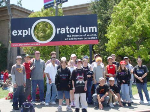 8th graders pose in front of San Francisco Exploratorium.